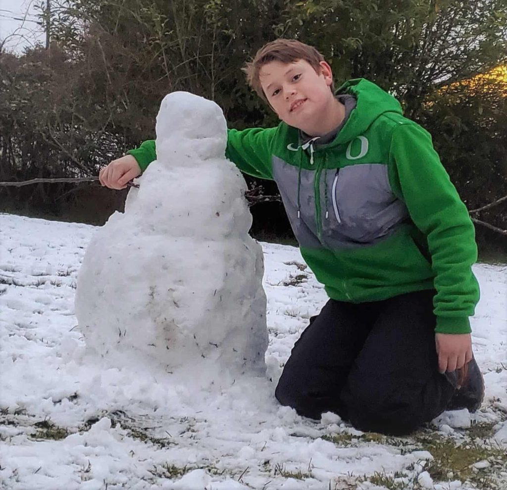 Alex with snowman to practice lives spanish